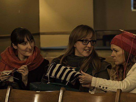 Begeisterter Austausch der Strickerinnen beim 1. Wiener Strickfilm
