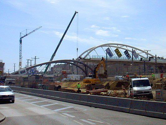 Hier entsteht derzeit die Südbahnhofbrücke