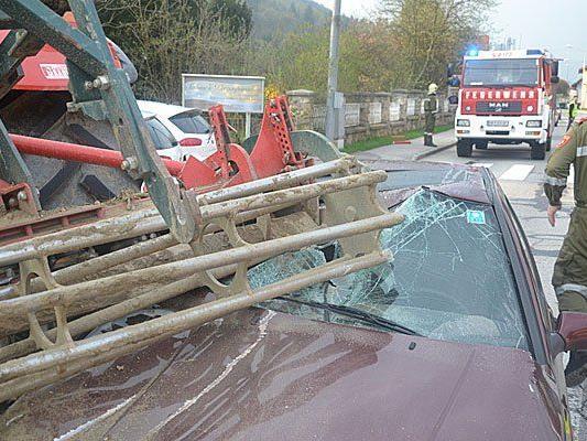Nach dem schweren Unfall zwischen Traktor und Pkw im Bezirk Neunkirchen