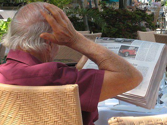 Erst las ein Mann in einer Bäckerei in Meidling gemütlich Zeitung, dann überfiel er das Lokal