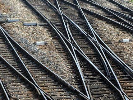 Am Donnerstag wurde in Korneuburg neben den Bahngleisen eine Leiche gefunden.