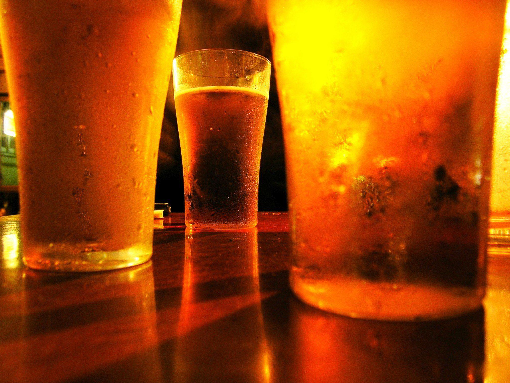 Bier: Auch ohne Wirkung von Alkohol wird Glückshormon ausgeschüttet.