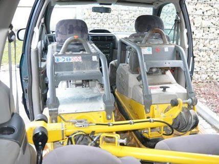 In dem Fahrzeug wurden Baumaschinen sichergestellt.