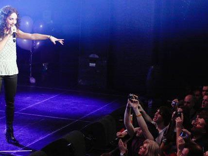 "In Amsterdam kam Natália Kelly mit ihrem Song ""Shine"" gut an."