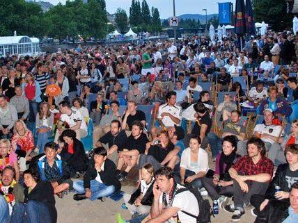 """Das große """"Piefke Public Viewing"""" an der Adria Wien sorgt für perfekte Stadionatmosphäre"""