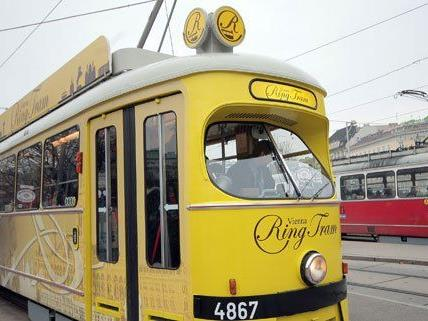 Seit April 2009 gibt es die Ring Tram, rentabel ist die Touristen-Bim nicht.