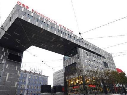 Am Westbahnhof kann man eine Stunde gratis parken.