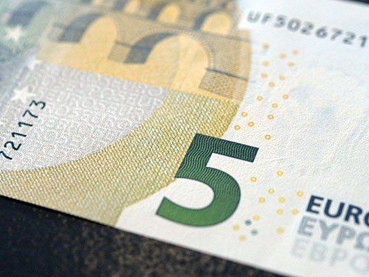 Die neuen Fünf-Euro-Scheine sind bereits im Umlauf - doch viele Automaten akzeptieren sie nicht