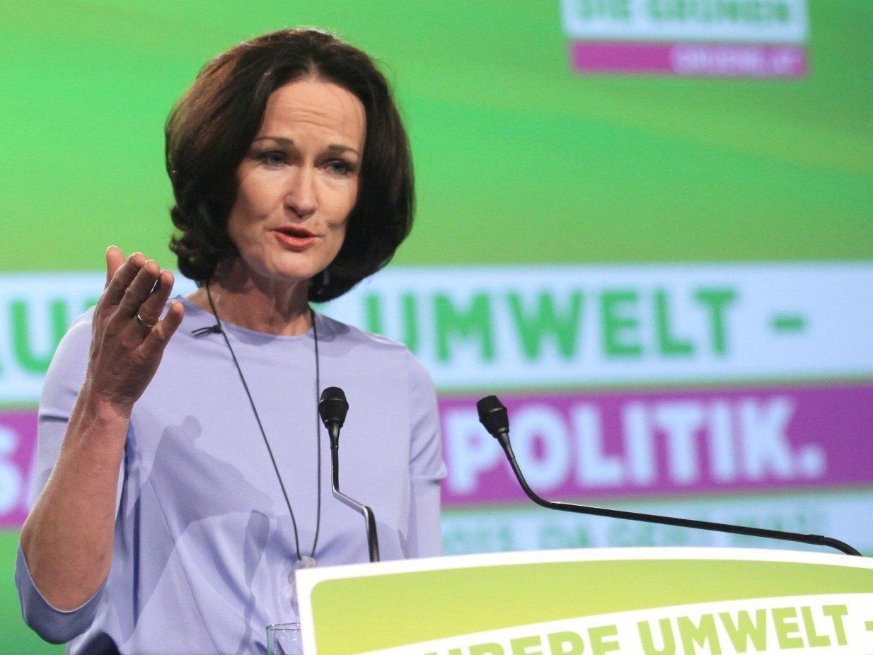 Auch Grünen-Chefin Eva Glawischnig kocht bei Puls 4.