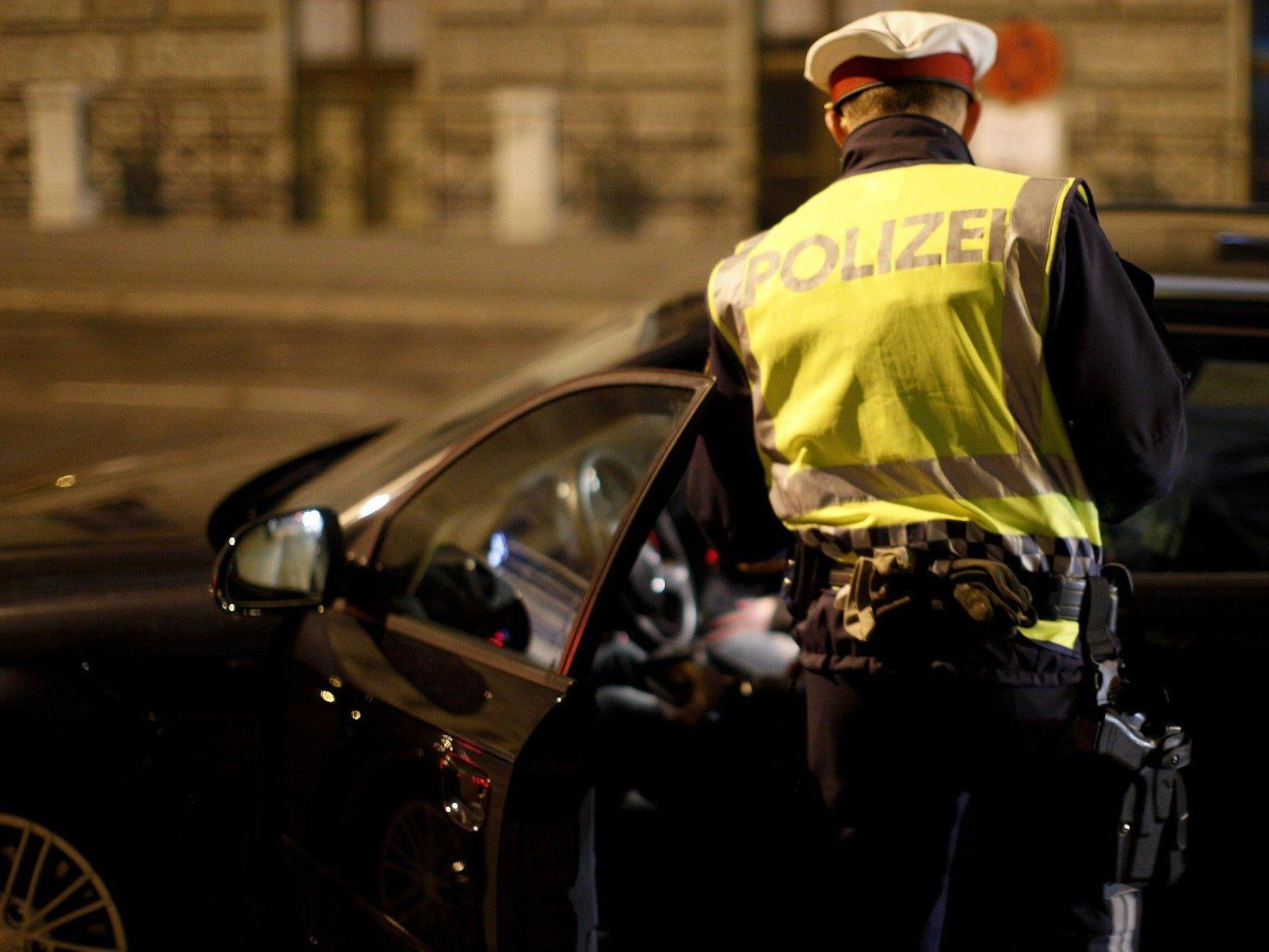 Alkotest verweigert und mehrere Knochenbrüche: Ein Wiener Polizist muss such vor dem UVS verantworten.