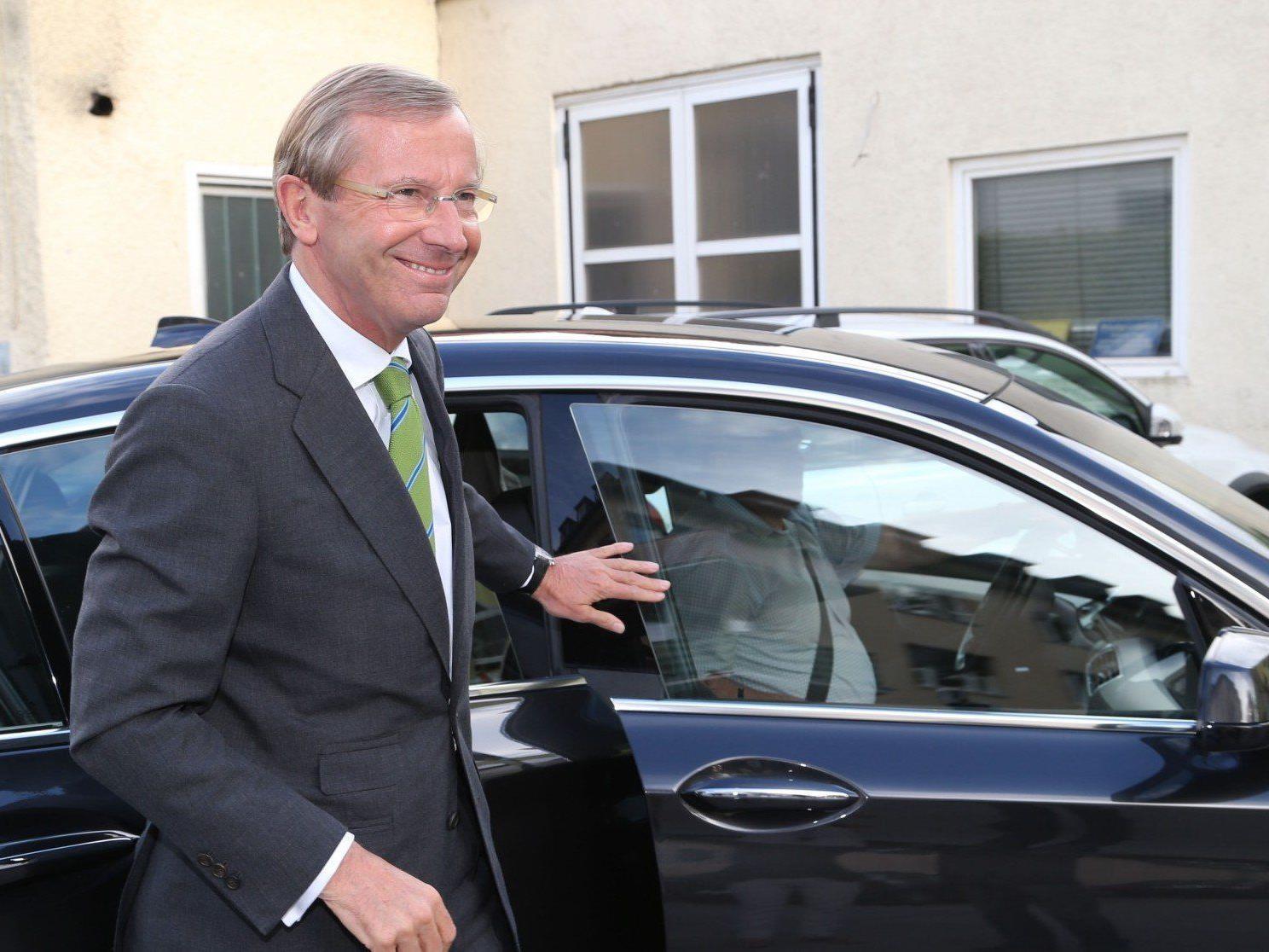 Die Salzburger ÖVP tritt mit den Grünen und dem Team Stronach in Koalitionsverhandlungen.