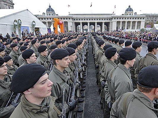 Bundesheer-Präsenz am Heldenplatz ist kein seltener Anblick - am 8. Mai halten die Rekruten dort eine Mahnwache ab