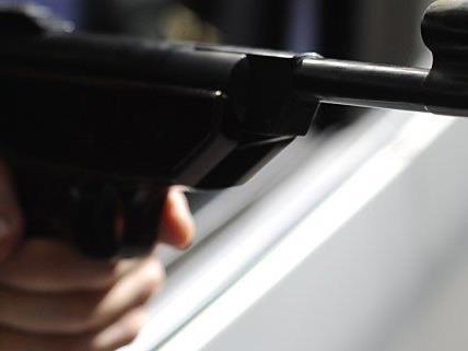 Rätselhafter Vorfall: Ein Unbekannter schoss auf ein Lokal in Meidling