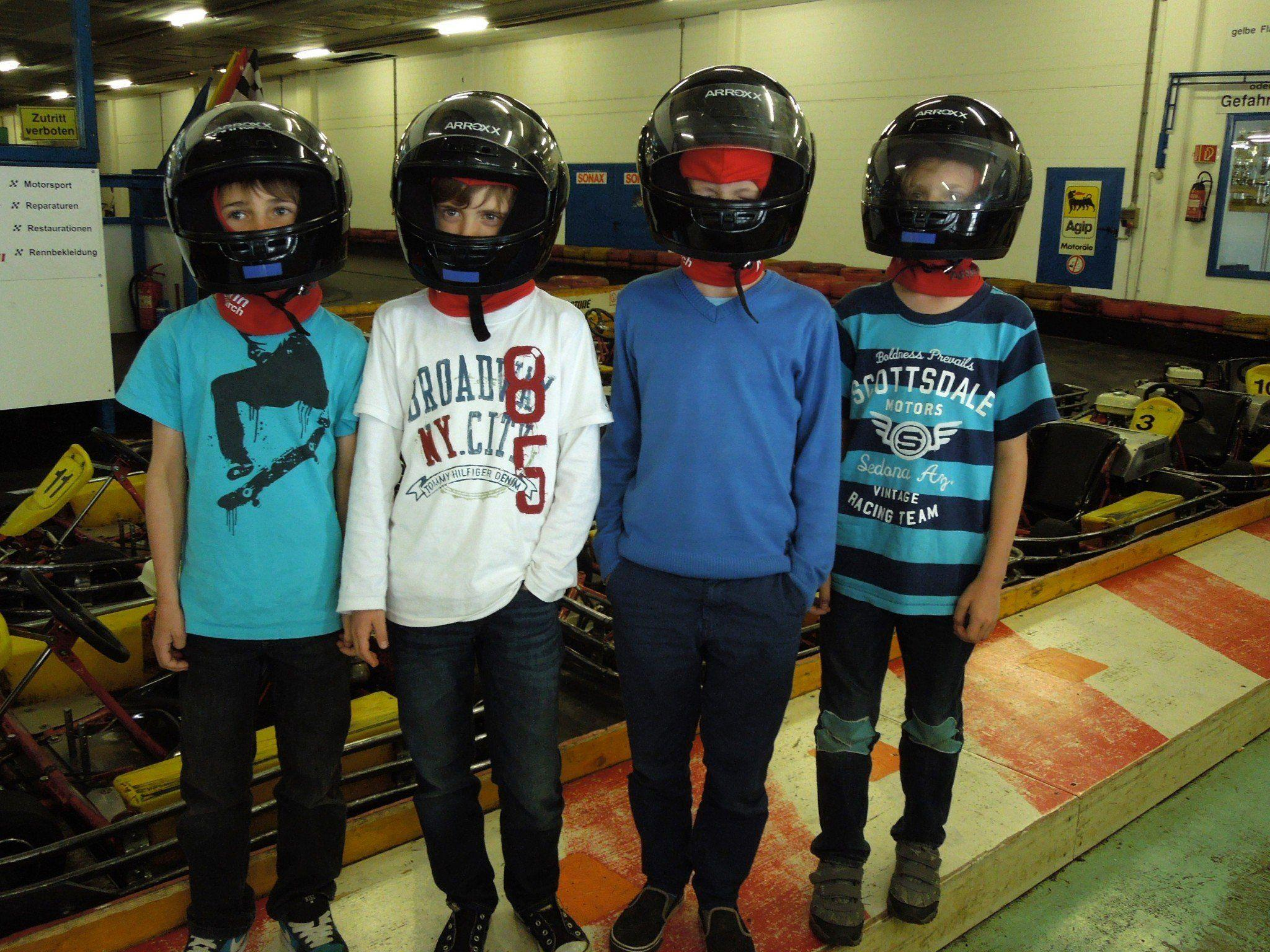 Unsere vier Kinderreporter durften sich einmal auf die Spuren von Vettel & Co. begeben.