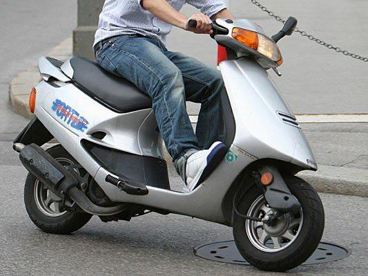 Mit einem Moped hatte ein 15-Jähriger einen Unfall