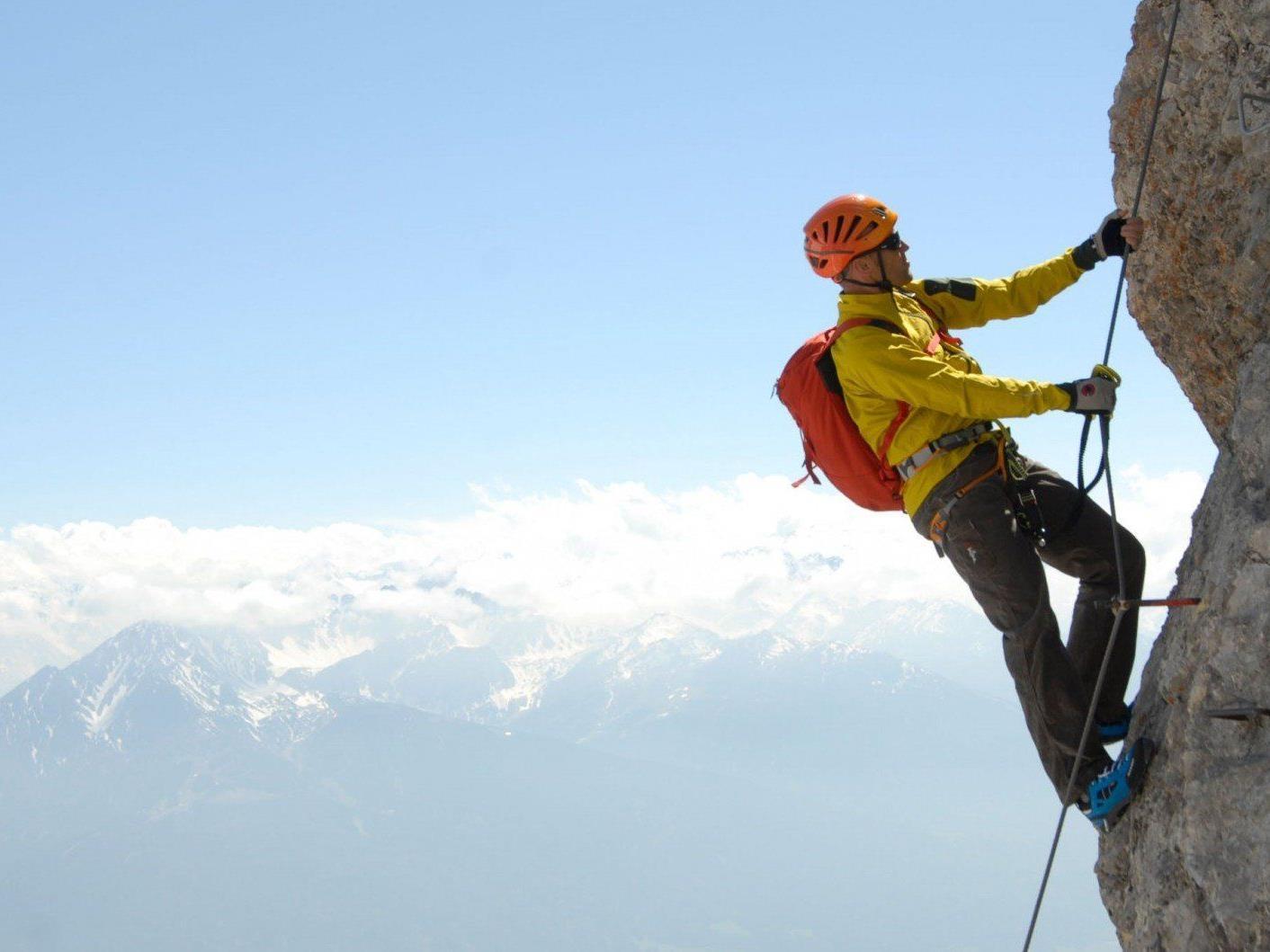 Die 10 Klettersteig-Empfehlungen des Alpenvereins sollen die Risiken am Klettersteig reduzieren und zu einem bewussteren Verhalten am Fels anregen (im Bild: Innsbrucker Klettersteig).