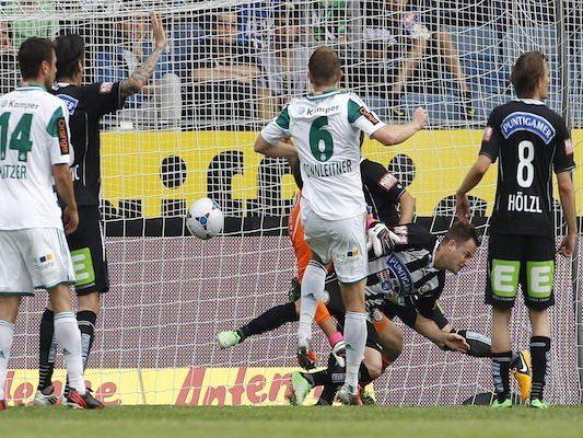 Mario Sonnleitner (Rapid) mit dem Treffer zum 1:2 während der Tipp3-Bundesliga-Begegnung zwischen SK Puntigamer Sturm Graz und SK Rapid Wien