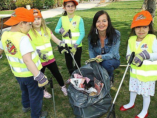 Frühjahrsputz in Wien: Tatkräftige Unterstützung gab es auch von der Kindergartengruppe aus der Wurmsergasse