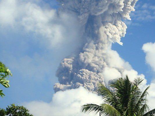 Vulkan Mayon auf den Philippinen sprach überraschend aus - es gab fünf Tote