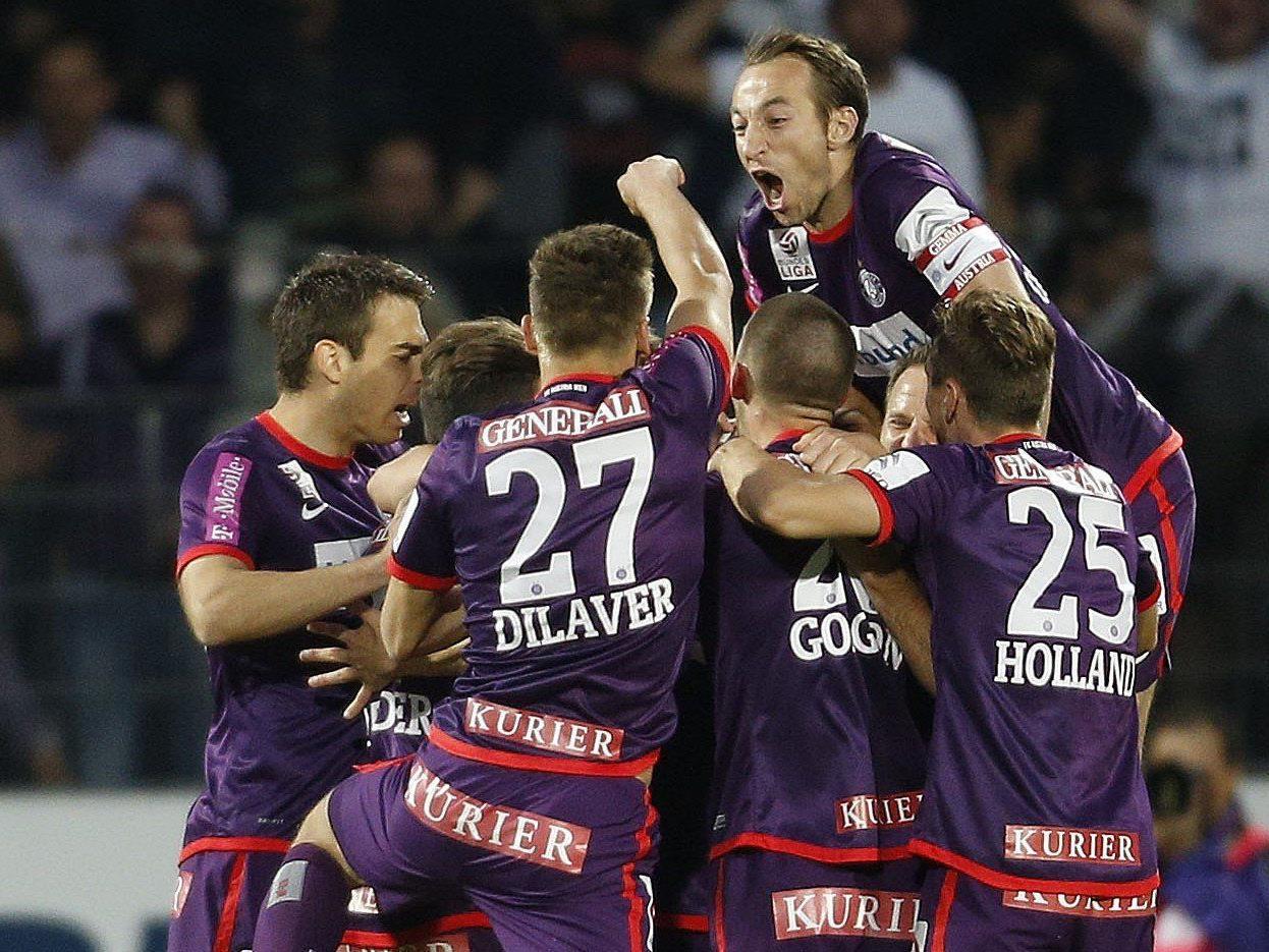 Jubel der Austria-Spieler nach einem Tor von Markus Suttner zum 2:0 gegen Mattersdorf