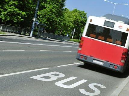 Im Bus wurde ein Polizist auf die Taschendiebinnen aufmerksam.