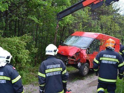 Eine Person wurde bei dem Unfall am Samstag verletzt.