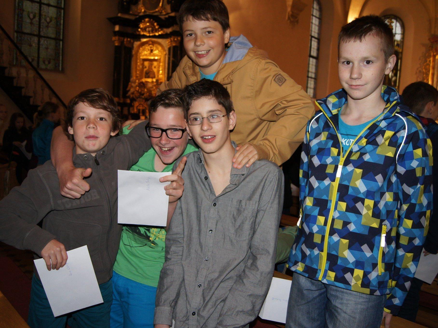 Jugendliche bringen Leben in die älteste Pfarrkirche von Dornbirn.