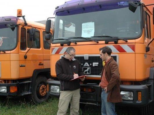 Erneut bietet die MA49 Geräte und Fahrzeuge zum Kauf an.