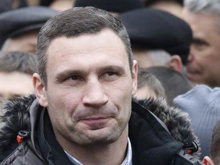 Boxweltmeister Vitali Klitschko nimmt in Niederösterreich Flugunterricht.