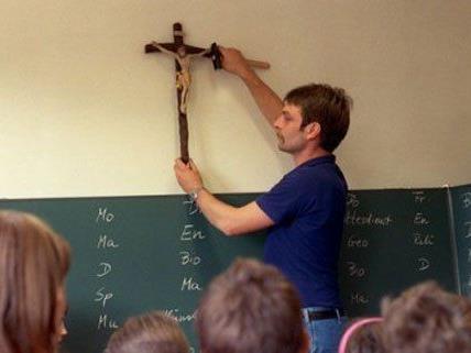 Als Provokation wird die Entfernung von Kreuzen empfunden.
