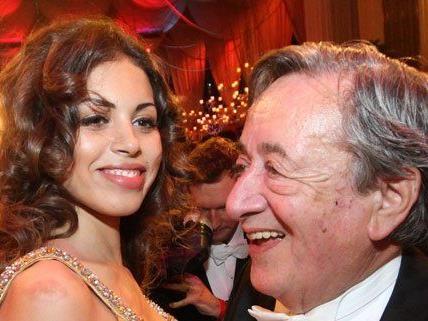 Statt Halle Berry brachte Lugner 2011 Ruby zum Opernball.