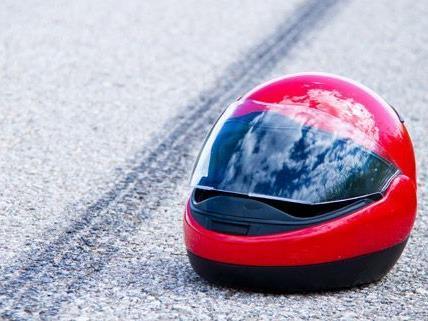 Ein Motorradlenker wurde bei dem Unfall in Niederösterreich schwer verletzt.