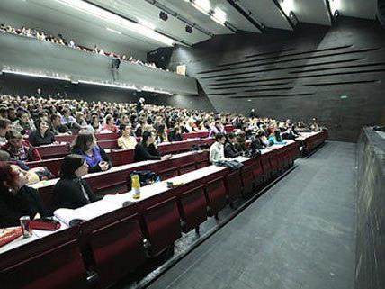 Wer das Studium zum nächsten Semester tatsächlich in Angriff nehmen möchte, darf die Anmeldefrist nicht verpassen.