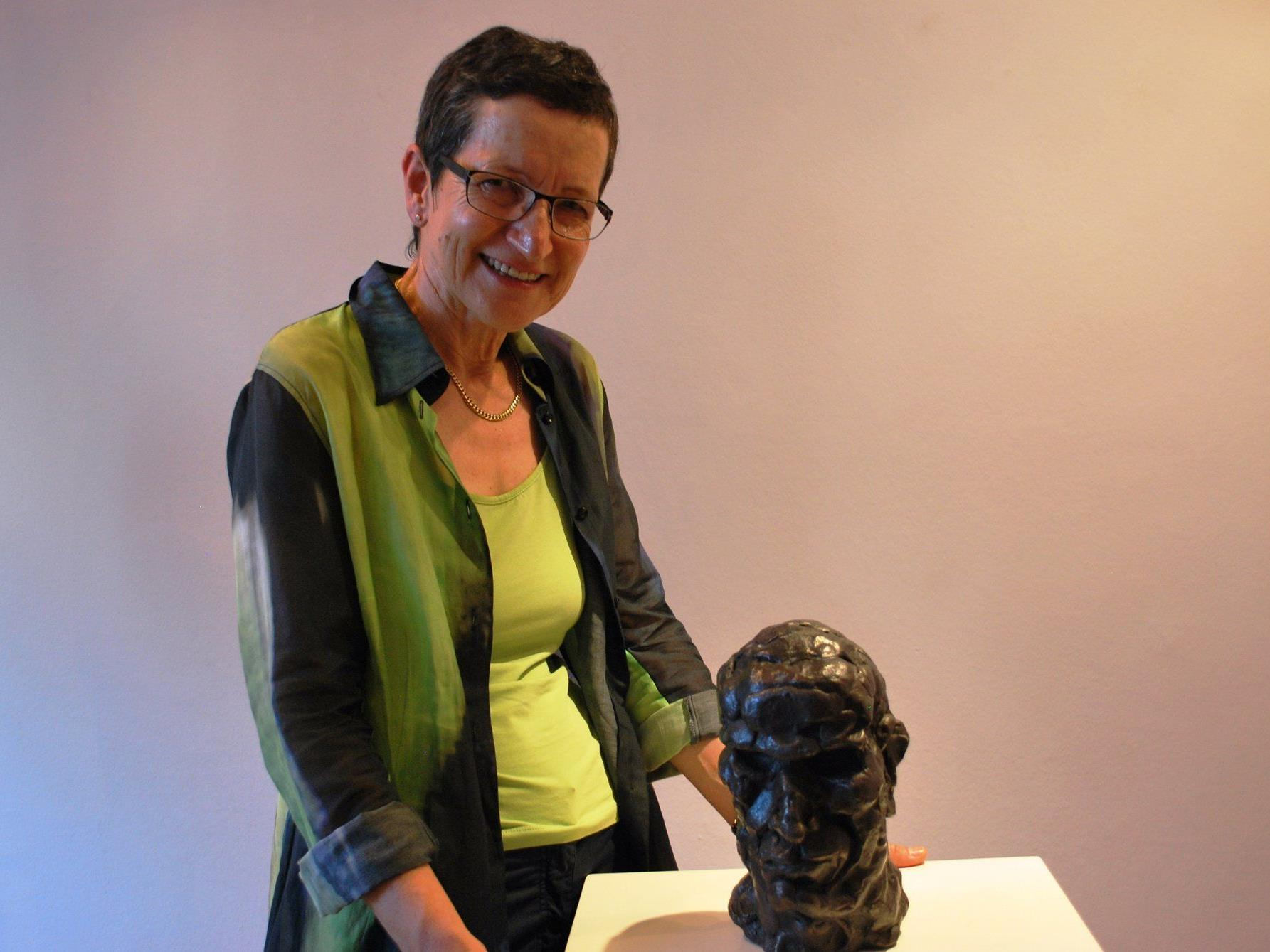 Auch Landesrätin Greti Schmid bewunderte Salzmanns Werke in der Galerie Arthouse
