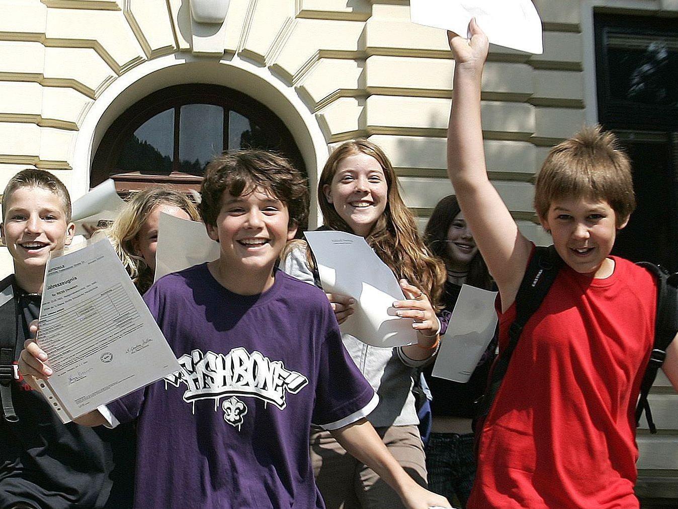 Wiens Schüler freuen sich zum Schulschluss über Zeugnis-Aktionen.