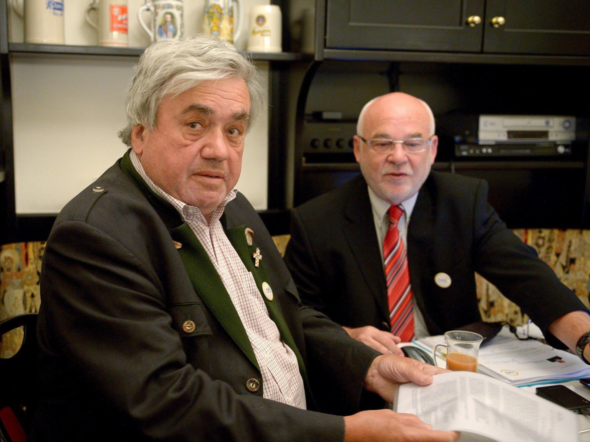 Der Stellvertretende Obmann der Christen Partei Österreichs (CPÖ), Martin Wabl (l.) und CPÖ-Bundesobmann Rudolf Gehring