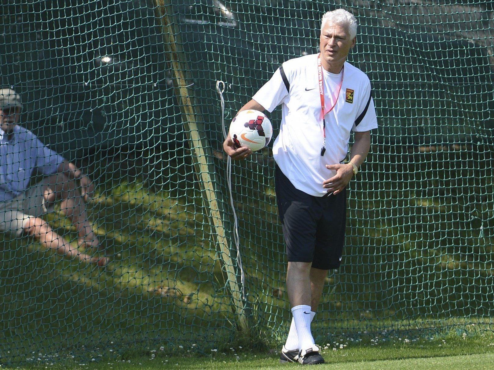 Neo-Trainer Toni Polster leitete am Dienstag das erste Admira-Training.