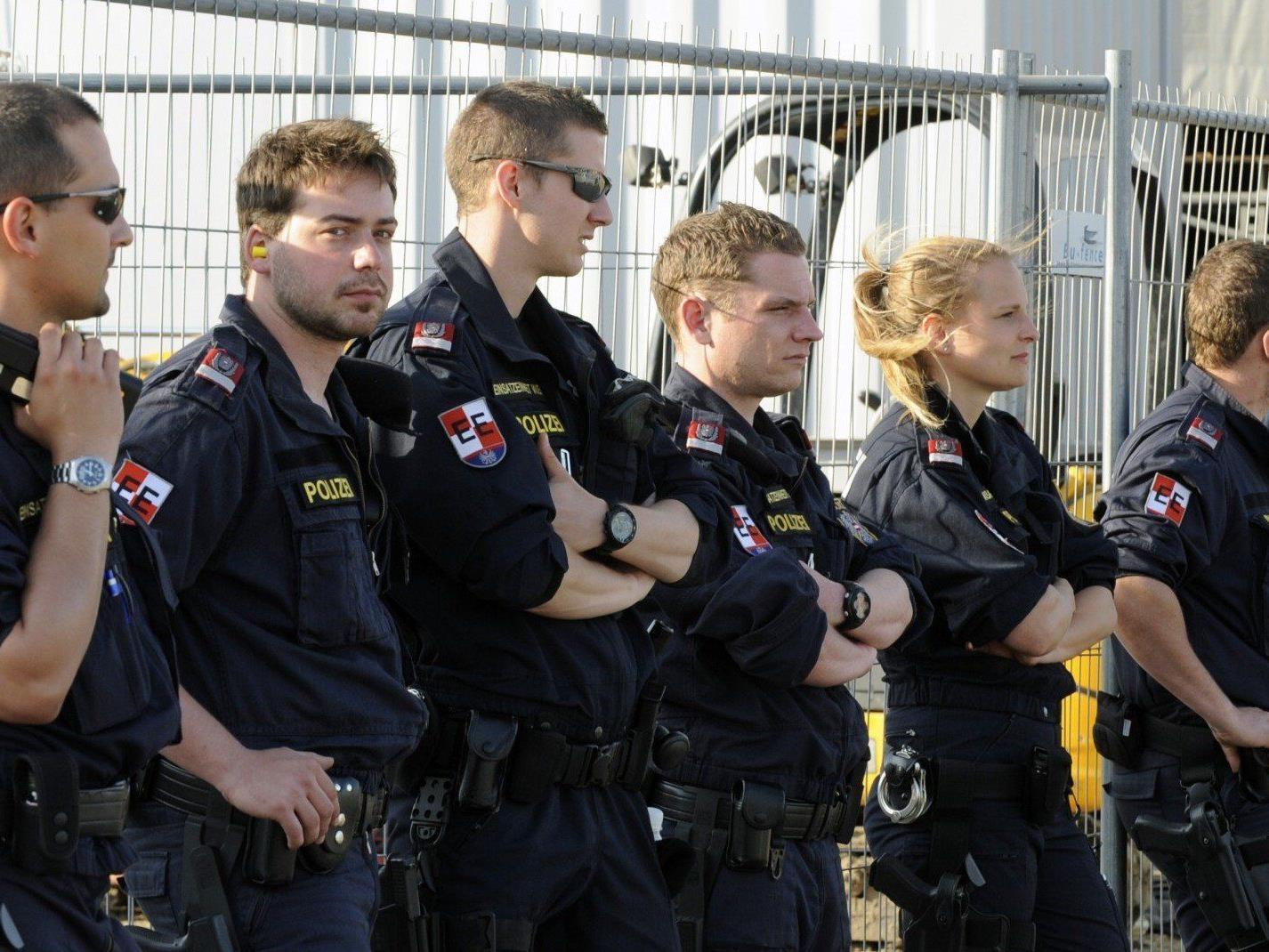 Die Polizei lobt die Nova Rock-Besucher und erwartet einen ansrengenden zweiten Tag.