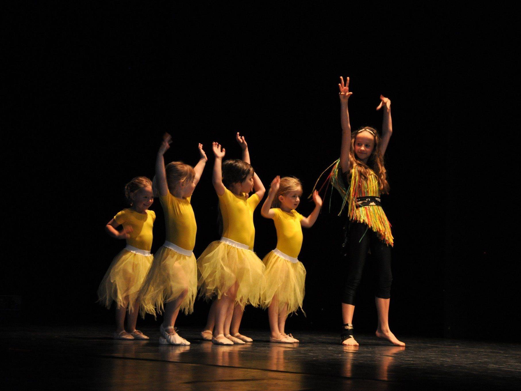 390 Kinder, Jugendliche und Erwachsene zeigten ihr tänzerisches Können.
