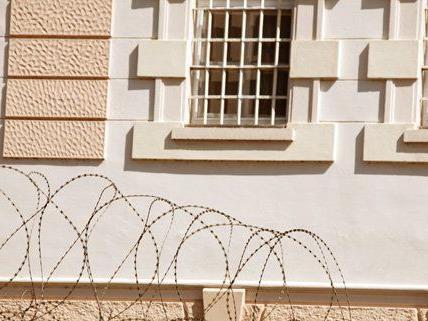 In einem Wiener Gefängnis wurde ein Häftling mit einem Messer attackiert