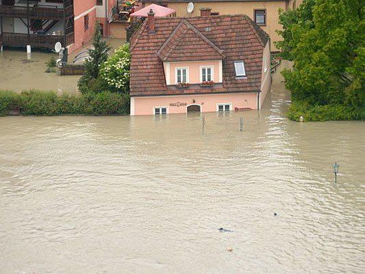 Das Hochwasser richtet viel Schaden an Häusern und Co. an - was zahlt die Versicherung?