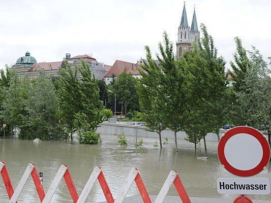 Auch am Mittwoch: Hochwasser, so weit das Auge reicht