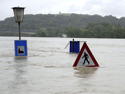 Hochwasser: So sieht die Lage unweit von Wien in Niederösterreich aus - wird bald der Alberner Hafen überschwemmt?