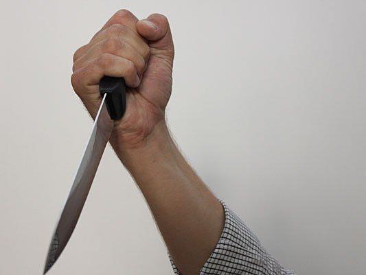 Mit einem Messer wurde eine Frau auf offener Straße erstochen