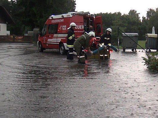 Die Feuerwehr beim Unwetter-Einsatz in Melk