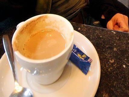 Am Samstag weigerte sich ein Mann, in einem Café für seine Getränke zu bezahlen.