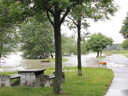 Das aktuelle Wetter lässt das Grillfest am Wochenende ins Wasser fallen.