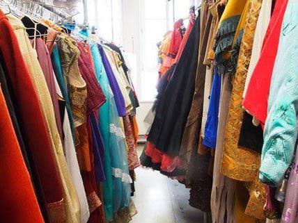 Unzählige Kostüme aller Art finden sich im Fundus des Kostümhauses.
