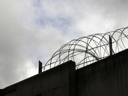 Der Pkw wurde von einem entflohenen Häftling gestohlen.