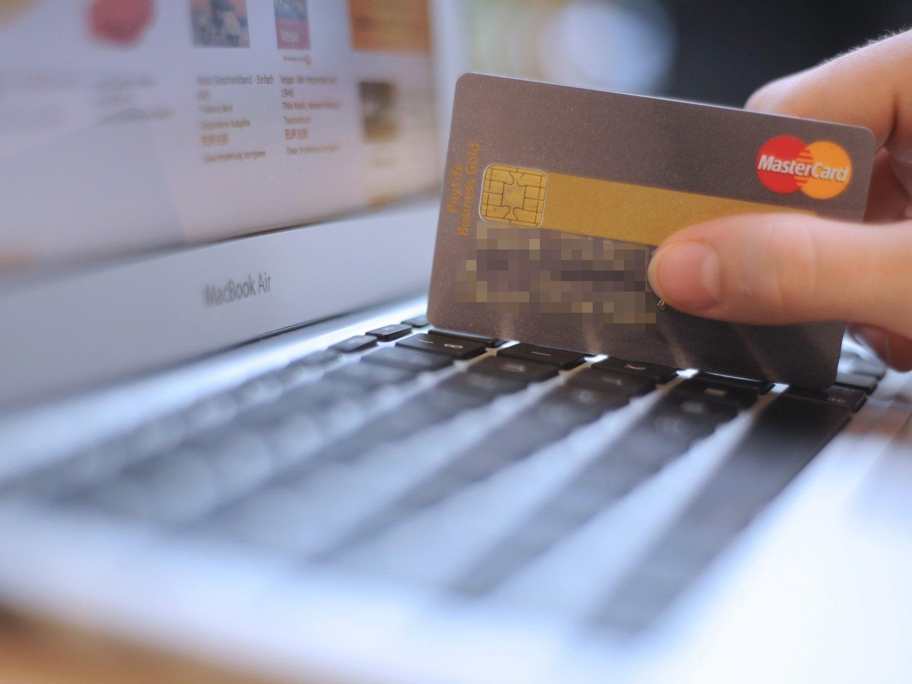 Das Finanzministerium warnt auf seiner Internetpräsenz vor den Problemen und gibt Tipps für den sicheren Webeinkauf.